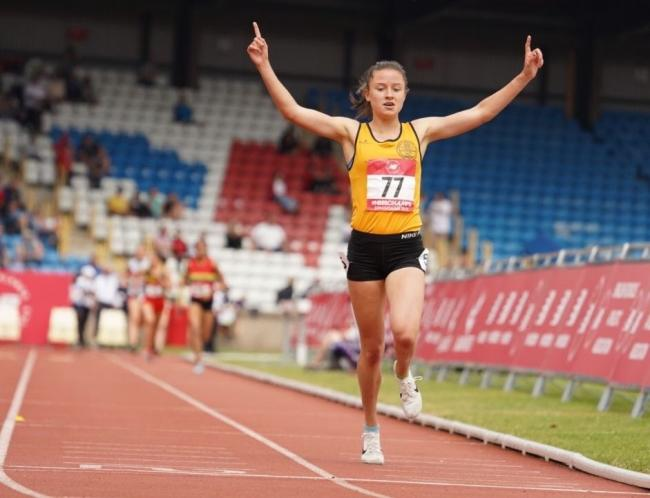 Charlotte Alexander's winning race at the English Schools Championship