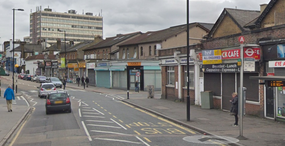 Man arrested after allegedly smashing Merc into wall in South Norwood chase