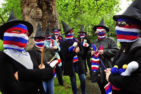 The Carshalton yarnbombers