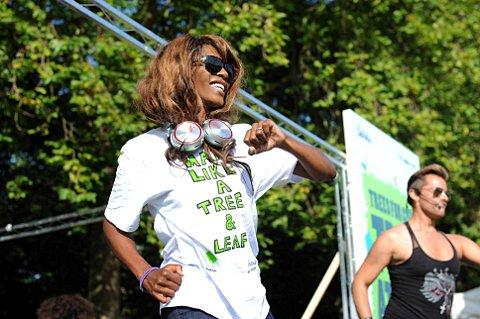 Sinitta inspires tree charity runners