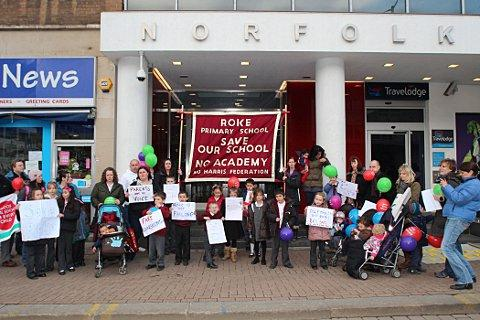 Your Local Guardian: Roke campaigners protesting at the Harris Federation's headquarters in Wellesley Road last month