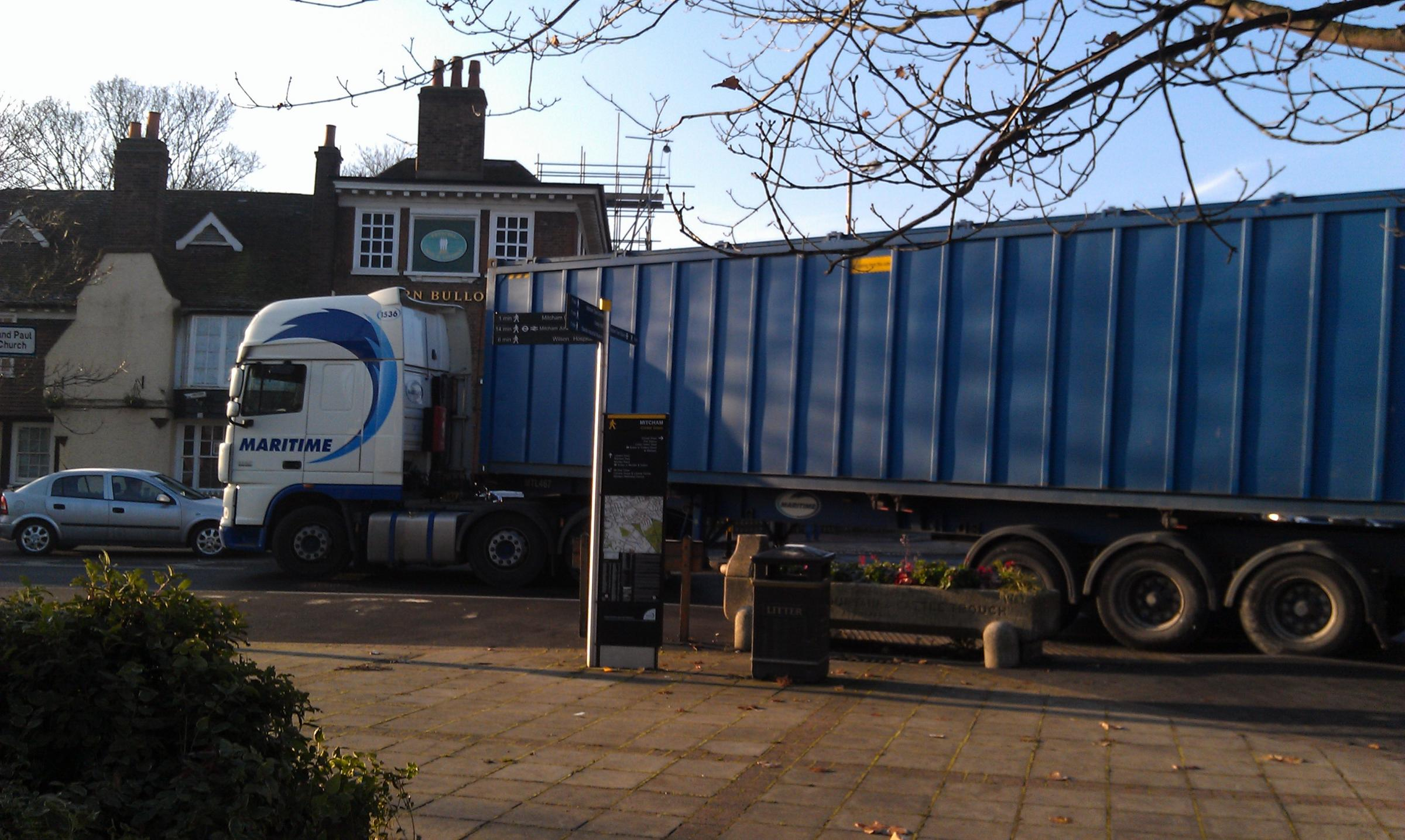 Calls grow for heavy lorries ban in Mitcham town centre