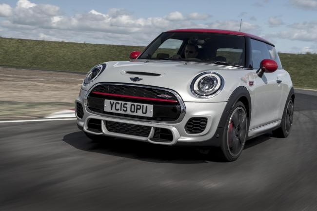 MINI Cooper John Cooper Works six-speed Steptronic