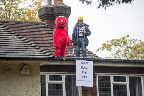 Bobby Smith and Martin Matthews on the roof of Chris Grayling's home
