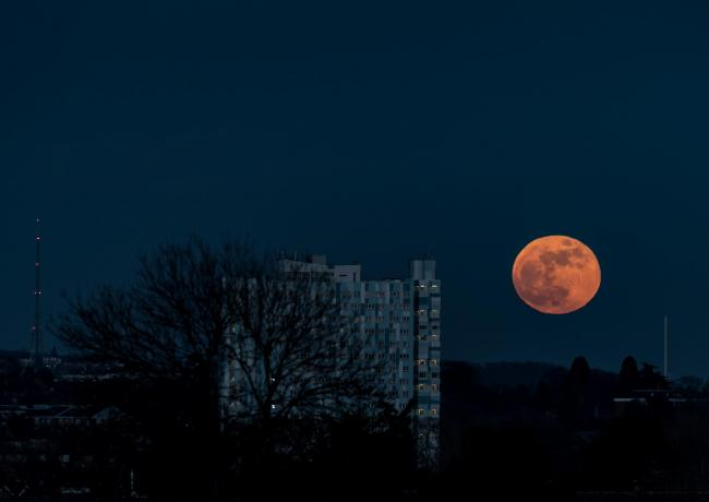 Pictures from the Super Moon on the 31st January 2018. Images taken from Cheam Park, looking across Sutton. A colleague and myself from Epsom Camera Club went to this location, hoping to get some images of the Moon as it was coming up. We were not disappointed.