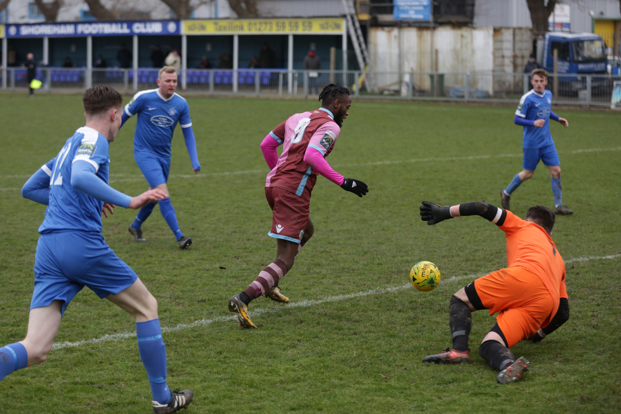 Gabriel Odunaike grabs the second goal for Corinthian-Casuals at Shoreham. Picture: Stuart Tree
