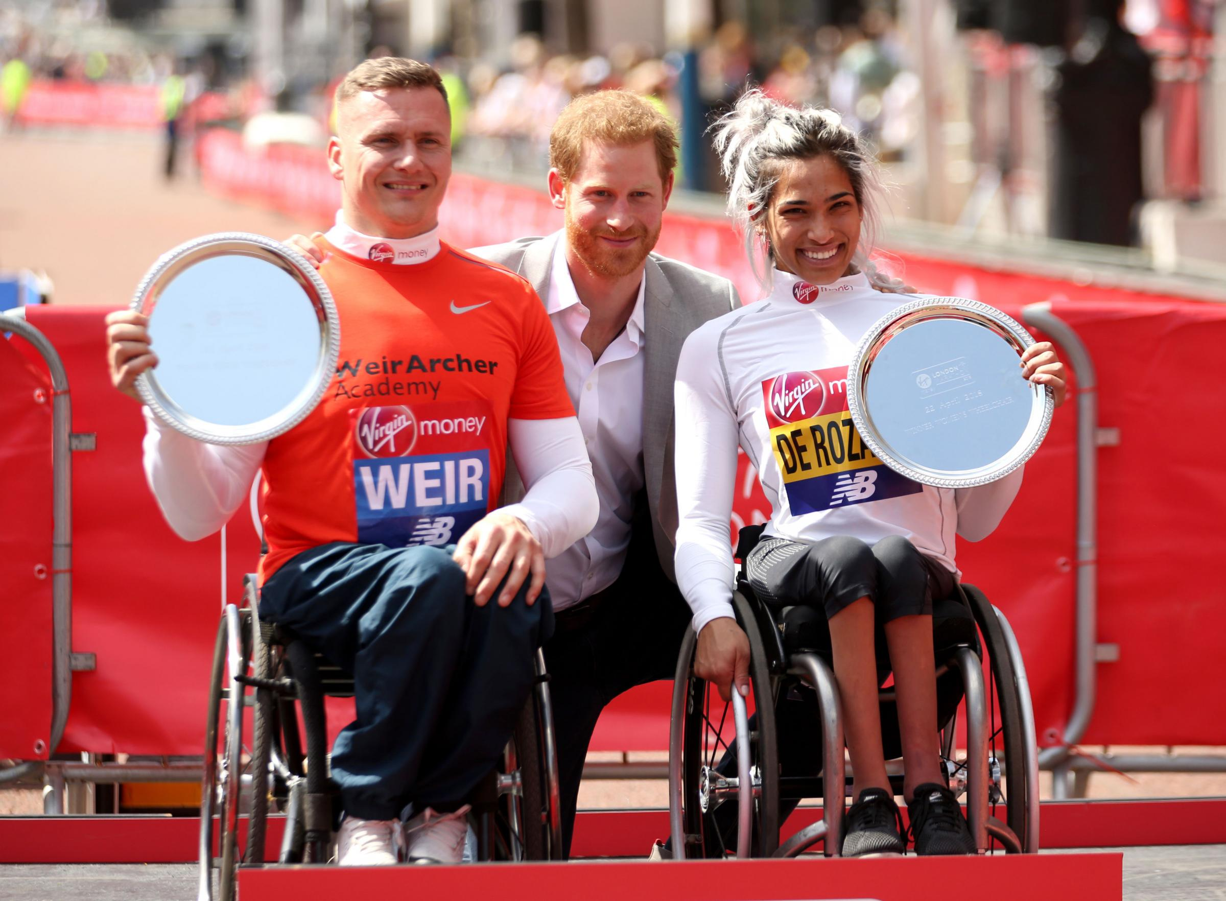David Weir and Australia's Madison de Rozario pose with their trophies. Photo credit: Paul Harding/PA Wire