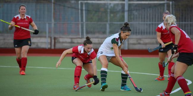 Surbiton's Holly Payne is surrounded by Holcombe defenders. Photo: Andy Crayford-Crayfordmedia