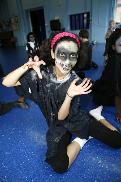 u0027Jacksonu0027s ghostu0027 visits Thriller tribute & Belleville Primary in Battersea joined by Michael Jackson u0027ghost ...